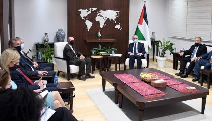 رئيس الوزراء الفلسطيني يطالب أمريكا بالتدخل لوقف العدوان على غزة