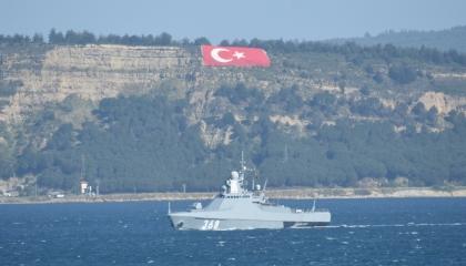 سفينة حربية روسية تمر عبر مضيق الدردنيل وتتوجه إلى المتوسط