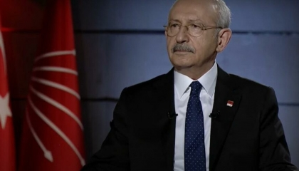 زعيم المعارضة التركية على متن طائرة مع المواطنين دون حراسة