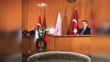 مراسل الأناضول يحرج وزراء أردوغان بسبب علاقة وزير الداخلية بعصابات المافيا