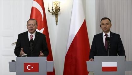 الرئيس البولندي يستعد لتوقيع صفقة لشراء طائرات تركية مسيرة غدًا في أنقرة