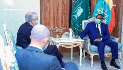 نائب آبي أحمد يلتقي المبعوث البريطاني لمنع المجاعة في أديس أبابا