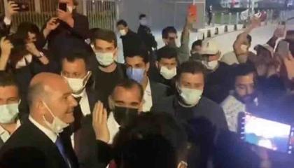 أنصار وزير الداخلية التركي معفيون من حظر التجوال.. شاهد الفيديو