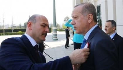 وزير الداخلية يتسول الدعم من أمهات «ديار بكر» ويطالبهن بمدحه أمام أردوغان