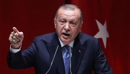 فضائح حكومة أنقرة تتصدر «تويتر».. وأتراك يطالبون باستقالة أردوغان