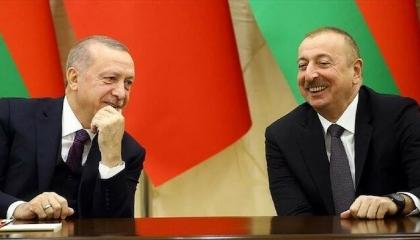 أردوغان يهنئ الرئيس الأذري بالذكرى 103 لتأسيس الجمهورية