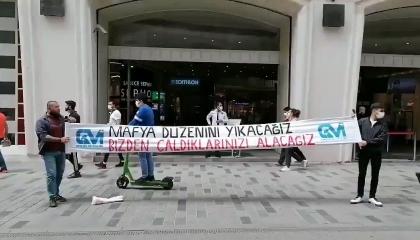 الشرطة التركية تعتقل اثنين في ميدان تقسيم بسبب لافتة «سندمر نظام المافيا»