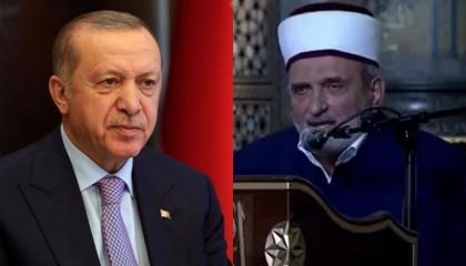 بالفيديو.. الرئيس أردوغان يؤمِّن خلف الإمام على لعن أتاتورك