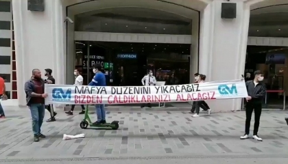 بسبب لافتة ضد المافيا.. الشرطة التركية تعتقل اثنين في ميدان