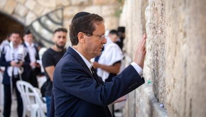 «أمه ولدت في مصر».. تعرف على رئيس إسرائيل الجديد