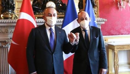 وزير الخارجية التركي يلتقي نظيره الفرنسي في باريس