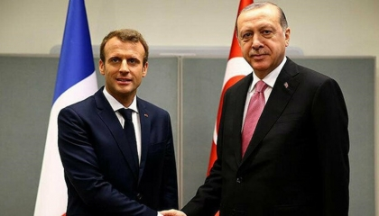 «يورو نيوز»: ماكرون طالب أردوغان بسحب المرتزقة والميليشات من ليبيا فورًا