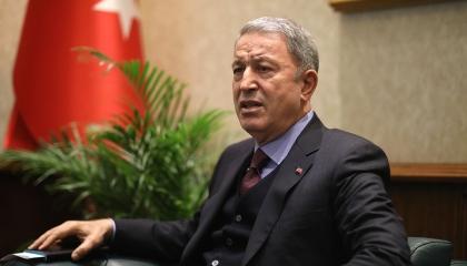 وزير الدفاع التركي يجتمع بنظيريه البريطاني والإيطالي قبل السفر إلى ليبيا