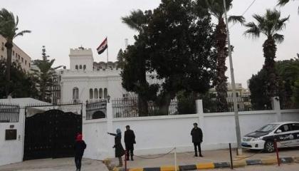موقع ليبي: ميليشيات تسرق 5 سيارات في عملية سطو على السفارة المصرية بطرابلس