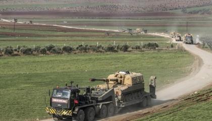 الجيش التركي يرسل رتلًا عسكريًا إلى إدلب السورية