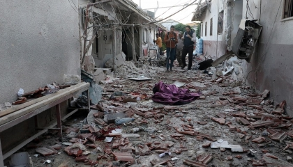مقتل 13شخصًا وإصابة 27 آخرين في قصف مدفعي على مستشفى بمدينة عفرين السورية