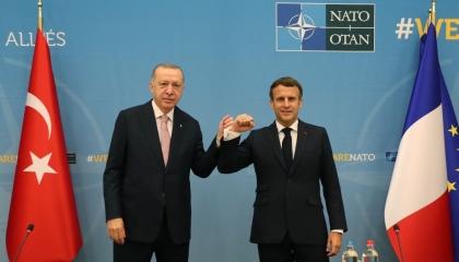 استغرق 50 دقيقة.. كواليس لقاء أردوغان وماكرون في بروكسل