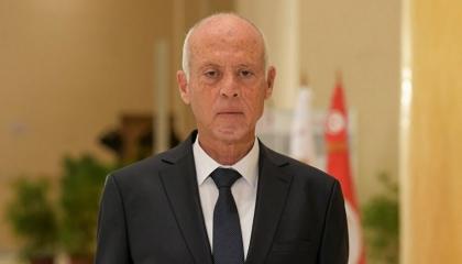 قيس السعيد يحل البرلمان التونسي ويعزل رئيس الحكومة