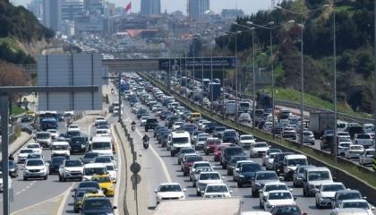 الأمطار تشل عاصمة تركيا الاقتصادية.. ومعدل الزحام يتجاوز 60 %
