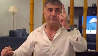 زعيم المافيا التركية يعد الشباب: سأطلعكم على مصدر أموالي وتبرعاتي الكبيرة