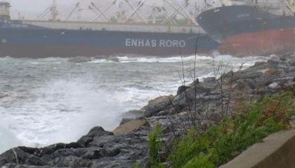 أزمة ملاحية في ساحل كارتال قبالة إسطنبول وارتطام سفينتين بسبب ظروف جوية