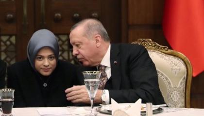 وظائف عائلية! مترجمة أردوغان في لقائه مع بايدن من أسرة مقربة لزوجته وللقصر