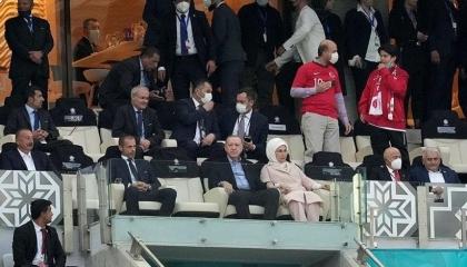 أردوغان يشاهد من المدرجات مباراة تركيا ضد ويلز في يورو 2020