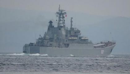 وزير الدفاع التركي يعلق على أزمة السفينة بين روسيا وبريطانيا