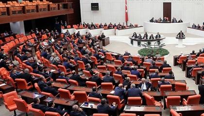 البرلمان التركي يؤجل عطلته السنوية