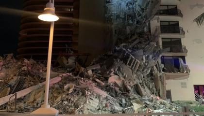 انهيار جزئى لمبنى متعدد الطوابق فى ميامي الأمريكية
