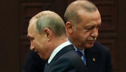 أردوغان يجري اتصالًا هاتفيًا مع بوتين لمناقشة التعاون العسكري في سوريا