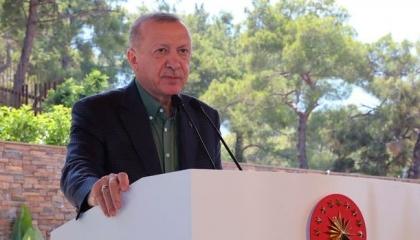 أردوغان: لقد دمرنا الفخاخ والمخططات بتأمين حدودنا.. ونحمي الحريات «بالحب»!