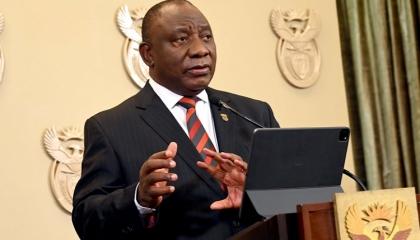 نشل رئيس جنوب أفريقيا في مؤتمر عام: «الآيباد» كان في يدي واختفى!