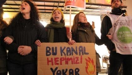 مسيرة احتجاجية في إسطنبول ضد مشروع القناة الجديدة