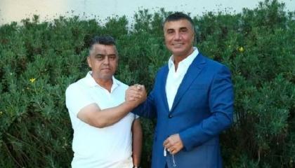 قيادي بحلف أردوغان يحتفي بصورته مع زعيم المافيا التركي على «فيس بوك»