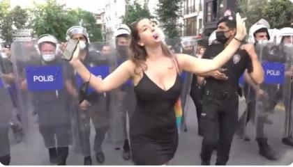 بالفيديو.. وصلة رقص أثناء فض مسيرة للمثليين في إسطنبول