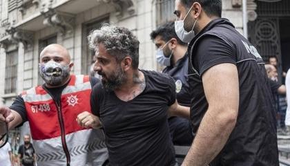 مجلس الصحافة التركي يدين اعتداء شرطة إسطنبول على مراسل «فرانس برس»