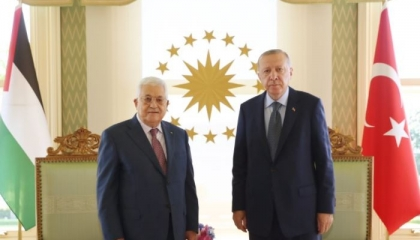 فيديو.. أردوغان يستقبل أبو مازن بقصر «وحيد الدين» بعيدًا عن الصحافة