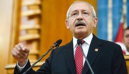 وصلة شتائم تحت قبة البرلمان.. زعيم المعارضة التركية يهاجم أردوغان