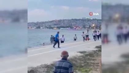 قتال بين عمال المطاعم التركية والمواطنين على سواحل إسطنبول.. شاهد الفيديو