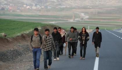 مئات الفارين من أفغانستان يدخلون الأراضي التركية هربًا من «طالبان»