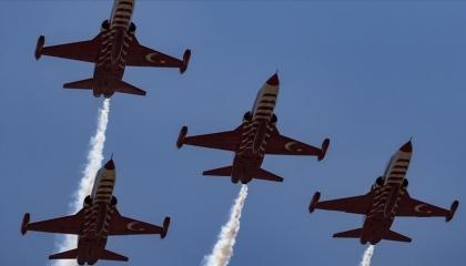 احتفالًا بالذكرى 47 لـ«عملية السلام»: عروض جوية تركية في سماء قبرص الشمالية
