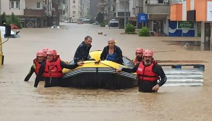 الفيضانات تجتاح مدينة ريزا التركية