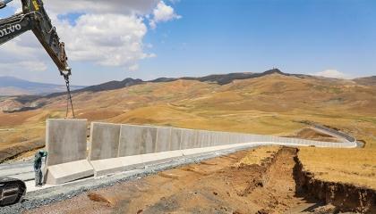تركيا تبني جدارًا على حدودها مع إيران لمنع عبور اللاجئين