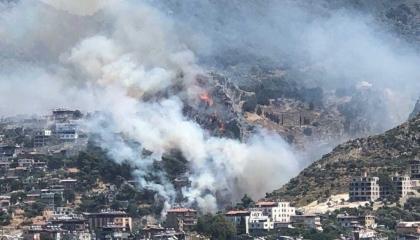 السلطات التركية تخلي أحياء سكنية مجاورة لحرائق الغابات في هاتاي