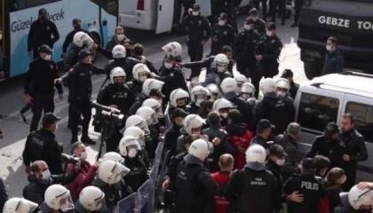 الشرطة التركية تعتقل أفراد من مسيرة الفخر