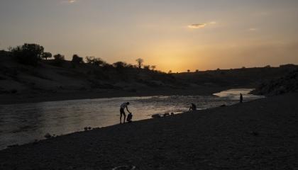 بالفيديو.. جثث الإثيوبيين تطفو على نهر «سيتيت» بعد حرب دموية شنها آبي أحمد
