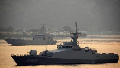 بالصور.. القوات البحرية التركية تحرك سفينتين حربيتين لإخماد حرائق موغلا