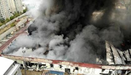 بالصور.. حريق هائل في أحد المخازن بإسطنبول والسبب مجهول