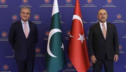وزير الخارجية التركي يبحث مع نظيره الباكستاني تطورات الموقف في أفغانستان